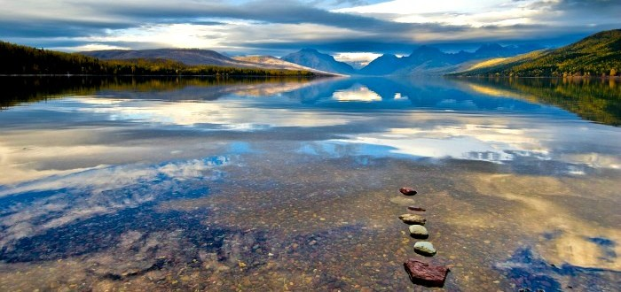 Explore western Montana lakes in a Hertz Missoula rental car.